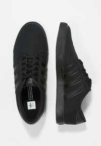 adidas Originals - SEELEY - Skate shoes - cblack - 0