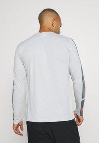 Peak Performance - EXPLORE LONG SLEEVE - Long sleeved top - steam gray - 2