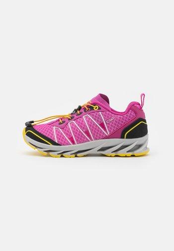 KIDS ALTAK TRAIL SHOE 2.0 UNISEX - Hiking shoes - malva/geraneo