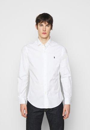 Kauluspaita - white