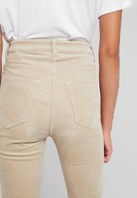 Weekday - EVE TROUSER - Trousers - sand - 3