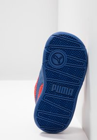 Puma - STEPFLEEX 2 UNISEX - Kuntoilukengät - high risk red/galaxy blue/white - 4
