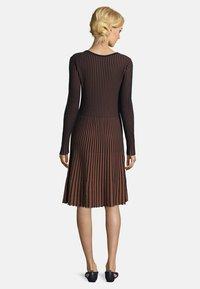 Betty Barclay - MIT PLISSEE - Jumper dress - dark blue/brown - 1