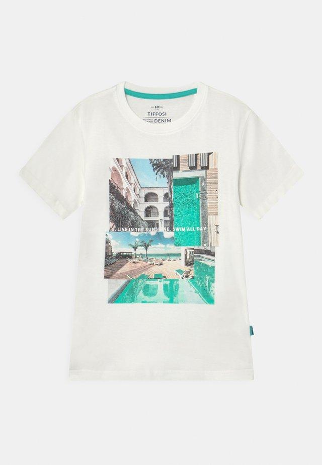 ADAMASTOR - T-shirts med print - beje