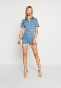 Missguided - SELF BELTED PLAYSUIT - Overall / Jumpsuit /Buksedragter - light wash - 1