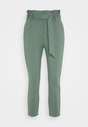 VMEVA LOOSE PAPERBAG PANT - Trousers - laurel wreath