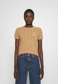 Polo Ralph Lauren - TEE SHORT SLEEVE - T-shirt z nadrukiem - collection camel melange - 0