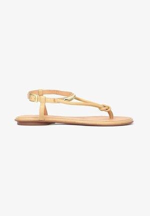 FRIDAY - Sandály s odděleným palcem - light brown