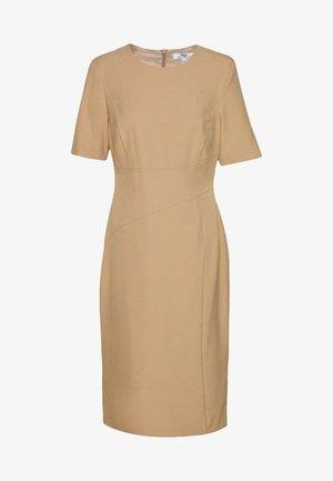 CONTOUR SEAM SHORT SLEEVE DRESS - Shift dress - camel