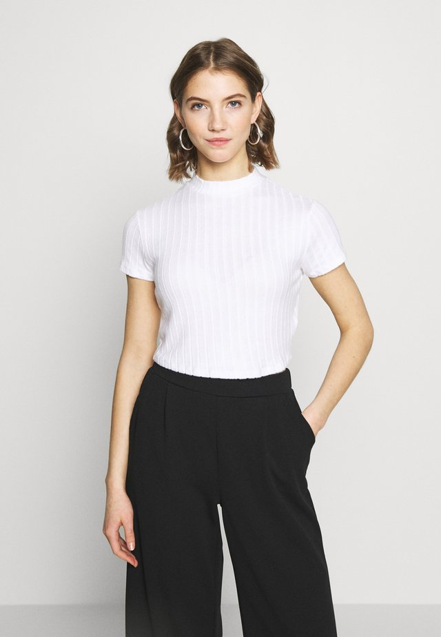 MOCK NECK TEXTURE SHORT SLEEVE - Print T-shirt - white