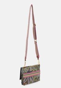Codello - PAISLEY CROSSBODY BAG - Across body bag - light grey - 1
