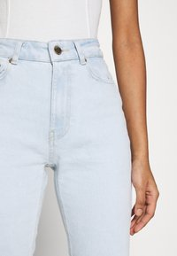 ONLY - ONLEMILY LIFE CROP - Jeans Skinny Fit - light blue denim - 4