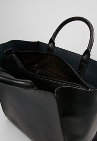 Matt & Nat - LOYAL DWELL - Tote bag - black