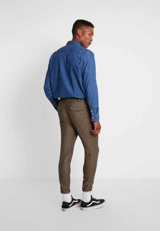 SNOWDON TROUSER - Kalhoty - brown