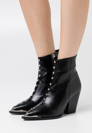 BOTTINE AVEC STUDS - Cowboy/biker ankle boot - black