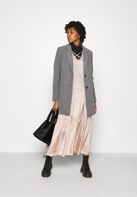 Vero Moda - VMDAFNELISA JACKET - Short coat - dark grey - 1