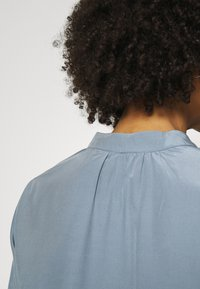 Anna Field - Basic V neck Blouse - Blouse - slate blue - 6