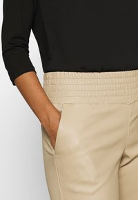 Ibana - COLLETTE - Leather trousers - sand - 4