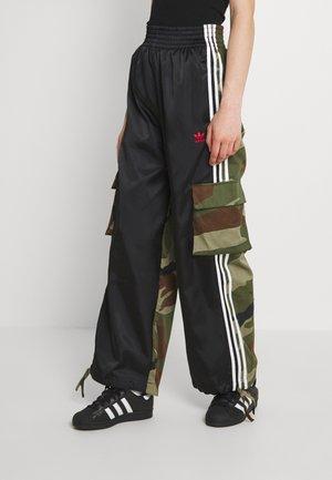 CARGO PANTS - Pantalones cargo - black
