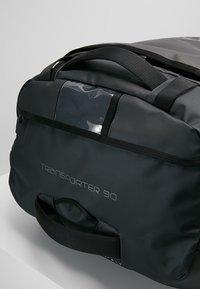 Osprey - ROLLING TRANSPORTER - Wheeled suitcase - black - 8