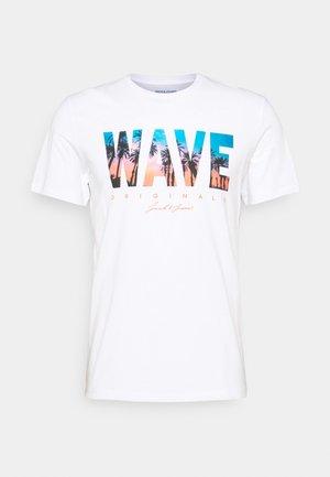 JORMALDIVES TEE CREW NECK - Print T-shirt - white
