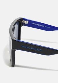Alexander McQueen - UNISEX - Sluneční brýle - black/blue - 3