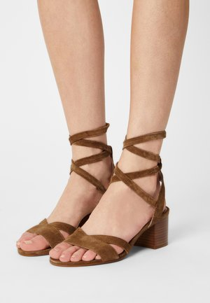ABRA - Sandals - cannelle