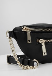 Guess - CALEY BELT BAG - Ledvinka - black - 6