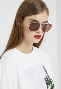 Marc Jacobs - Sunglasses - gold - 1