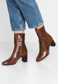 Jonak - DIDLANEO - Classic ankle boots - cognac - 0