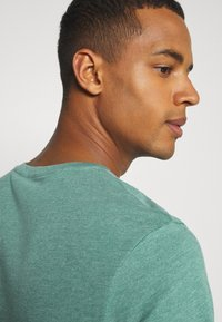 Burton Menswear London - SHORT SLEEVE V NECK 3 PACK - Basic T-shirt - navy/light grey - 7
