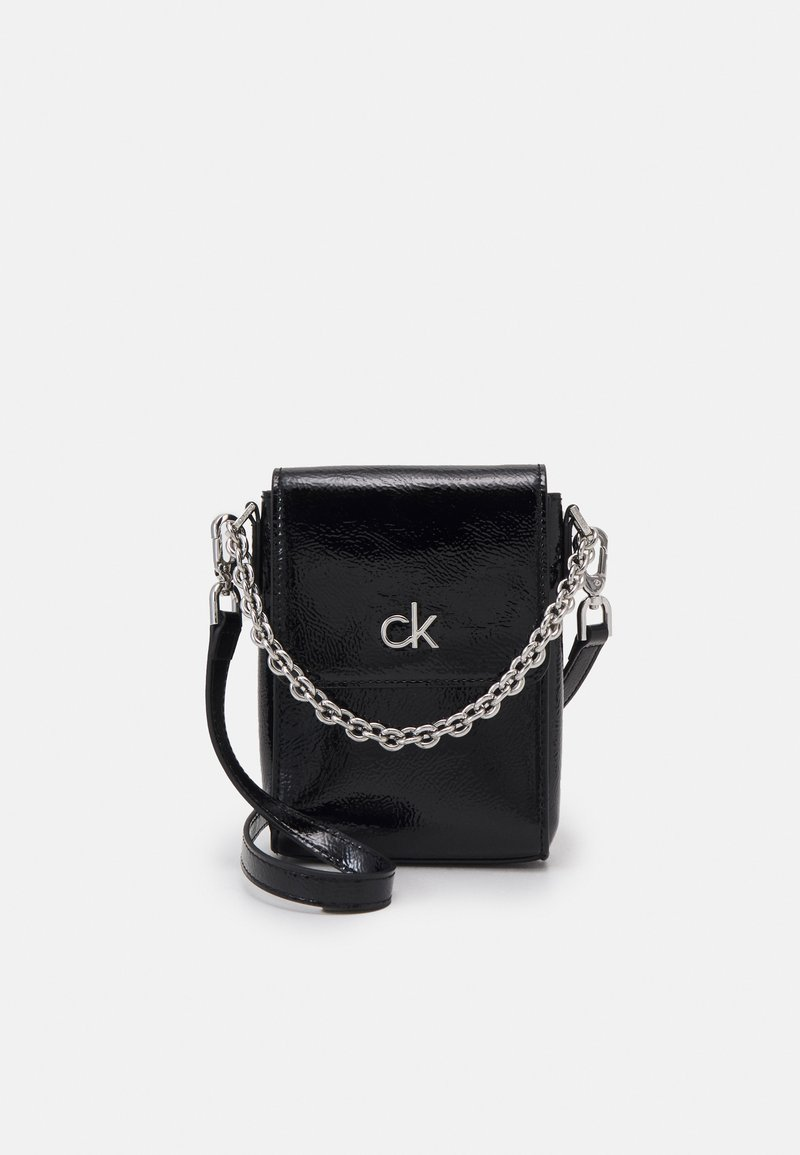 Calvin Klein - MINI BAG FLAP PATENT - Taška spříčným popruhem - black
