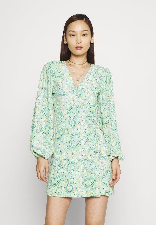Korte jurk - green paisley