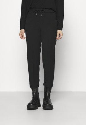 VMMAYA MR LOOSE STRING PANT - Kalhoty - black