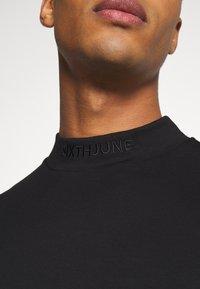 Sixth June - HIGH NECK OVERSIZED TEE - T-shirt - bas - black - 5