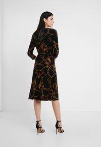 Lauren Ralph Lauren - PRINTED MATTE DRESS - Robe en jersey - black/gold/multi - 2