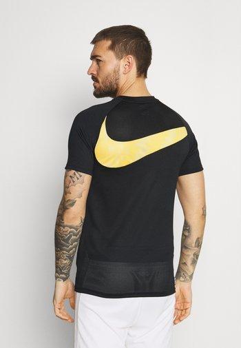 DRY - T-shirt z nadrukiem - black/black/white