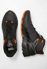 Salewa - MS ULTRA FLEX MID GTX - Obuwie hikingowe - black/holland - 1