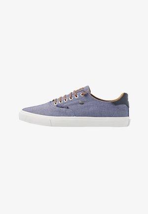 ZANE - Sneakers laag - navy/cognac