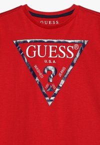 Guess - CORE JUNIOR  - T-shirt z nadrukiem - red/blue - 3