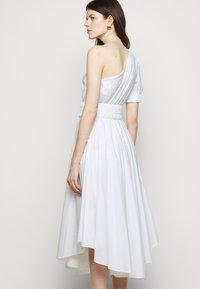 MICHAEL Michael Kors - ONE SHOULDER MIDI DRESS - Denní šaty - white - 4
