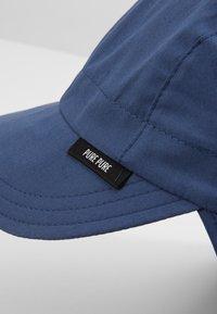pure pure by BAUER - KIDS MIT NACKENSCHUTZ UNISEX - Hat - dark blue - 4