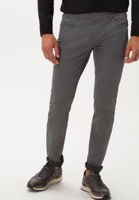 BRAX - STYLE CHUCK - Slim fit jeans - graphit - 0