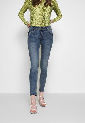 VMLUCIA  - Jeans Skinny Fit - medium blue denim