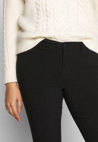 Vero Moda Curve - VMMASJA CURVE - SLIM TROUSER - Jeans Skinny - black - 3