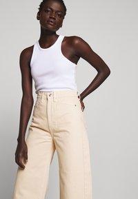 Proenza Schouler White Label - CULOTTE - Flared Jeans - sand - 4