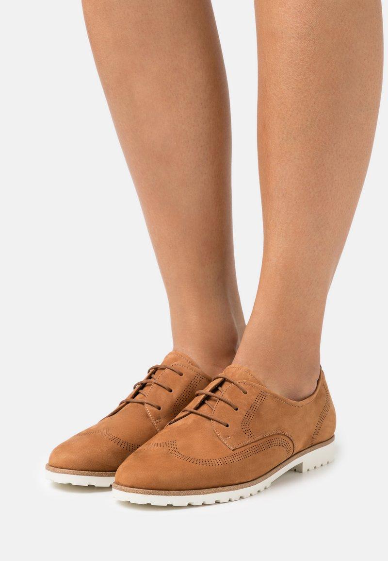 Tamaris - Šněrovací boty - muscat