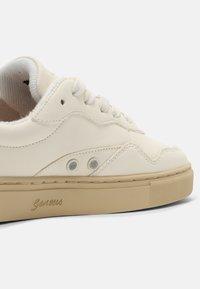 Genesis - SOLEY UNISEX  - Sneakers basse - white/pumpkin - 4