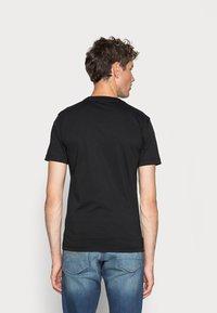 Calvin Klein - CHEST LOGO - Basic T-shirt - black - 2