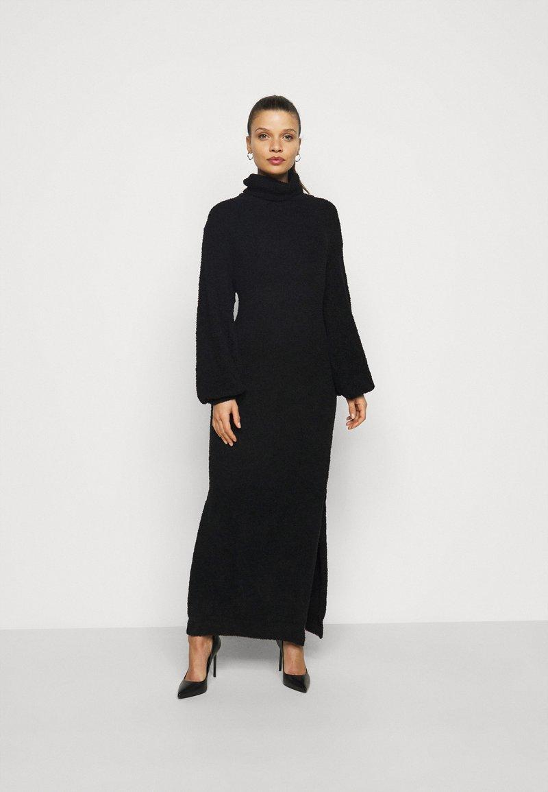 Missguided Petite - FLUFFY SLOUCHY SIDE SPLIT JUMPER DRESS - Pullover - black
